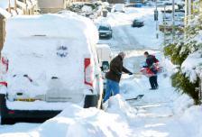 Снег решил проблему пробок во всех крупных английских городах